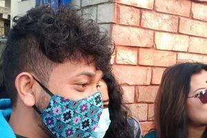 सुष्मासँग उत्सव र आरतीले माफी मागे, टुंगियो विवाद