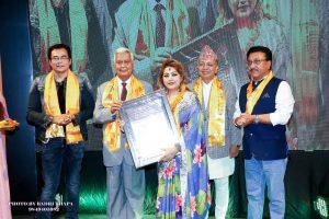 बरिष्ठ सौन्दर्यबिद सोनी कारंजित 'सौन्दर्य विशेषज्ञ सम्मान-२०७७' बाट सम्मानित